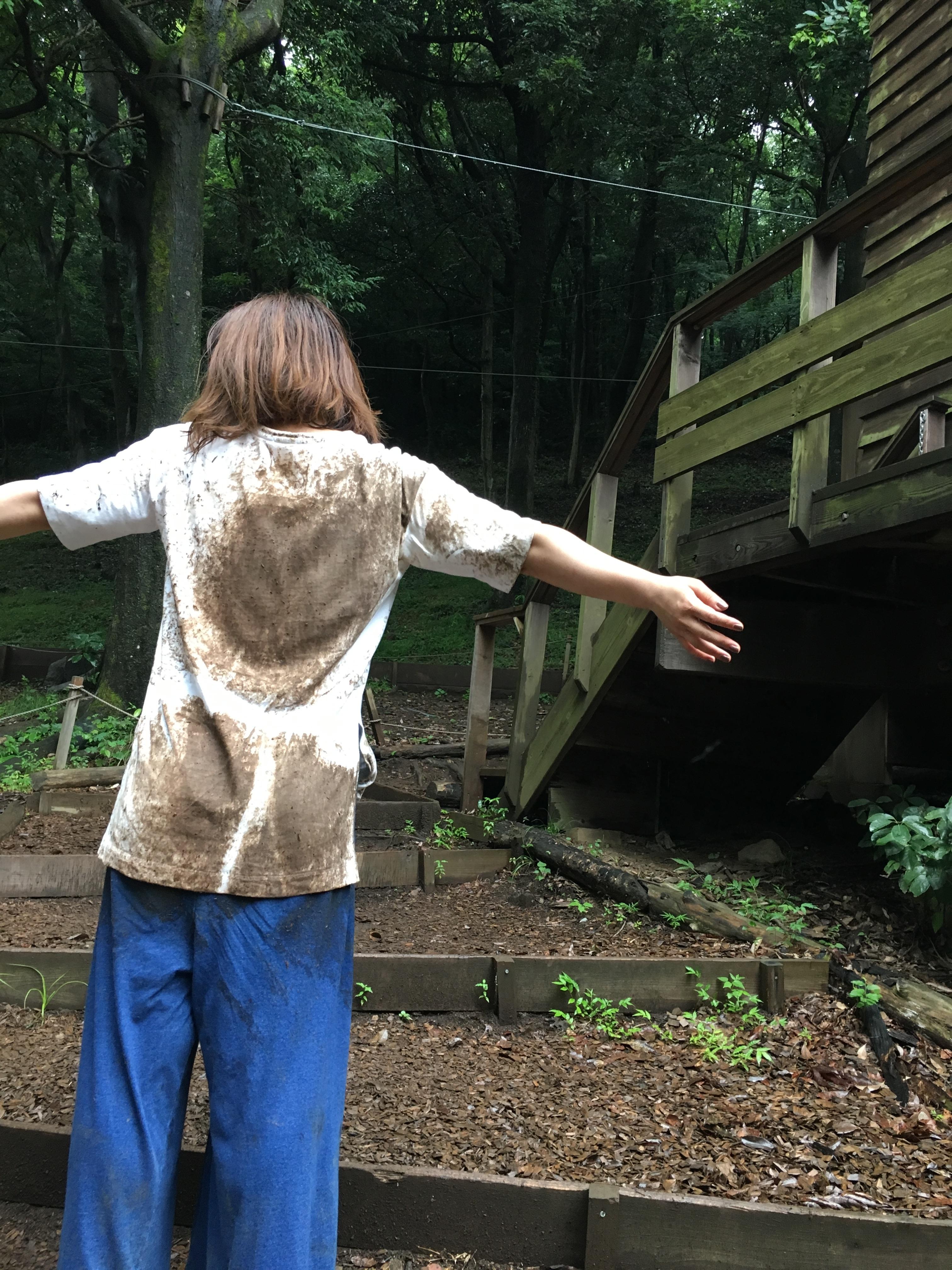 泥んこ女性社員